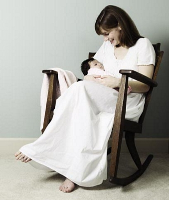 tn_rocking-chair-mother-baby-cropped