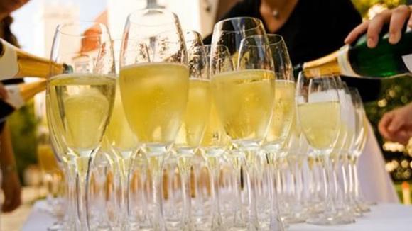 champagne brindis don perignon